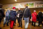 Rainer Schmeltzer Minister für Arbeit Integration und Soziales des Landes NRW und Andreas Meyer-Lauber DGB Vorsitzender bei der Aktion 1 Jahr Mindestlohn des DGB NRW im Hauptbahnhof Dortmund
