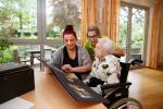 Teilzeitberufsausbildung in der AltenpflegeJennifer Maria Cremer, Auszubildende mit Anna Willems Ausbilderin und Ursula S. - Seniorin